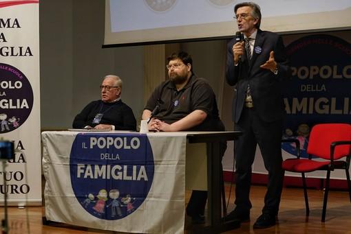 """Popolo della Famiglia, Mario Adinolfi a Torino: """"Bisogna tornare a far nascere bambini"""" (FOTO e VIDEO)"""