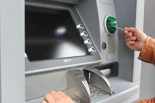 La solidarietà arriva col prelievo al bancomat: Intesa Sanpaolo e Mastercard insieme per la Caritas