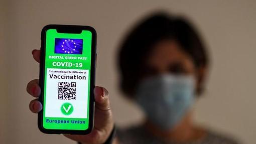 Dal 15 ottobre obbligo di green pass per tutti i lavoratori e tamponi gratuiti a chi non potrà vaccinarsi