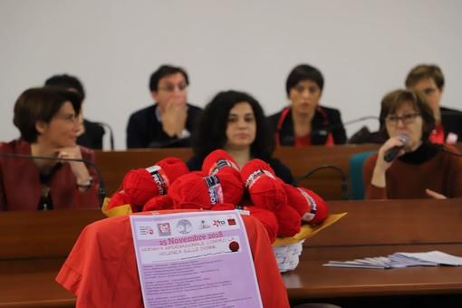 Violenza sulle donne: anche Collegno si veste di rosso in vista del 25 novembre