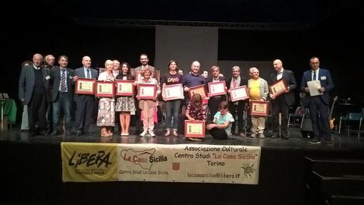 """Grugliasco, l'associazione """"La casa Sicilia"""" compie dieci anni e li festeggia sul palco del teatro Le Serre [FOTO e VIDEO]"""