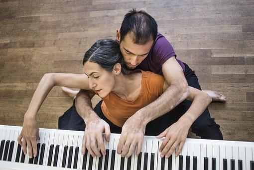 """Va in scena """"Duo con piano"""", spettacolo inserito nel cartellone del Cirko Vertigo di Grugliasco [FOTO]"""