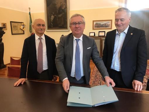 Boraso e Rocchi alla firma (il secondo e terzo da sinistra).