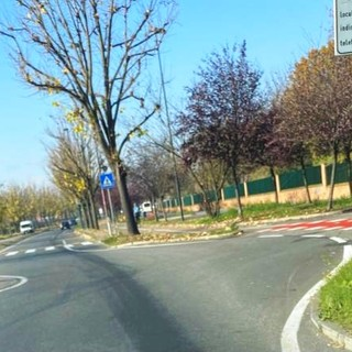 Grugliasco, il mezzo perde il gasolio lungo la strada: multa per il conducente di un autocarro