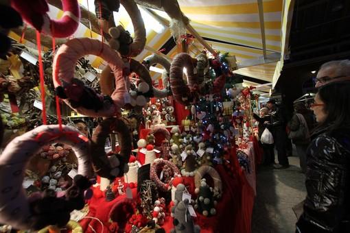 """""""Natale che sia tale"""": mercatino di solidarietà nella parrocchia Madonna dei Poveri di Collegno"""