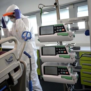 Ancora 64 morti per il coronavirus in Piemonte, ma prosegue il calo di terapie intensive e ricoveri