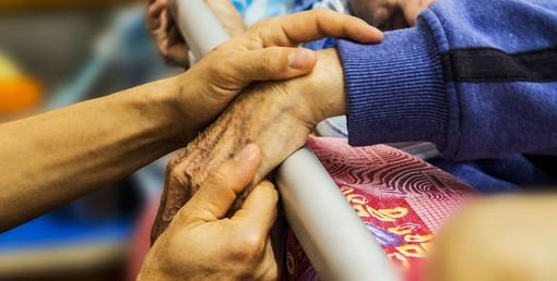 Rsa, grazie ai test rapidi via libera a Natale alle visite dei familiari degli anziani ricoverati