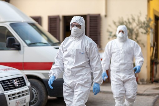 Operatori sanitari con protezioni anti Covid