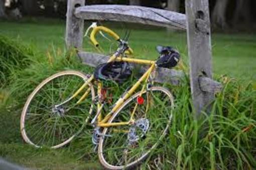 Nella zona ovest arriva il Buy Bike: la campagna su due ruote per aiutare il commercio di vicinato