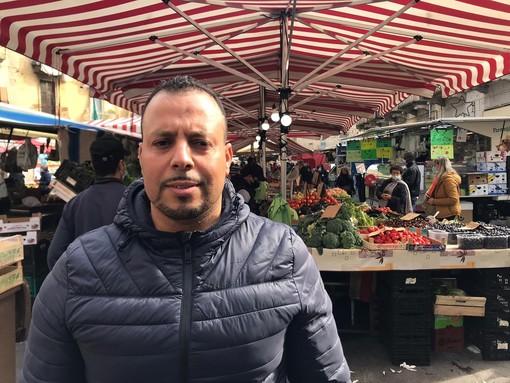"""Chicco, frutta e verdura da piazza Foroni a Le Serre: """"Da noi solo merce di prima qualità"""" [VIDEO]"""