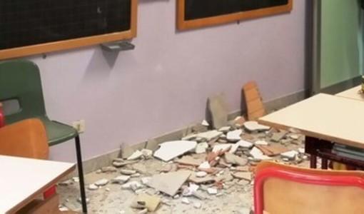 Crollano pannelli dal soffitto del liceo Curie, a Collegno protesta degli studenti
