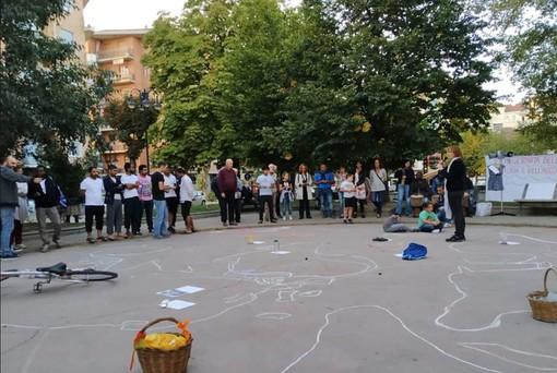 Flash mob in piazza Caduti ad Alpignano per la Giornata della Memoria e dell'Accoglienza