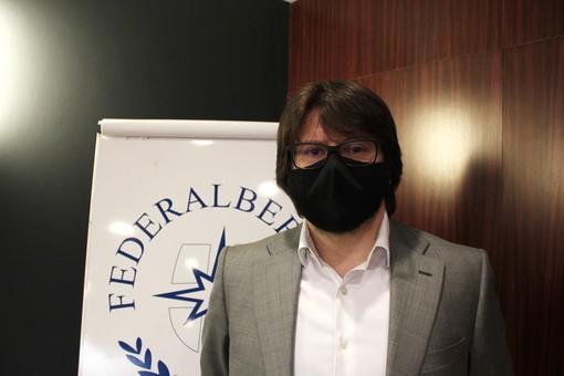 Fabio Borio con mascherina