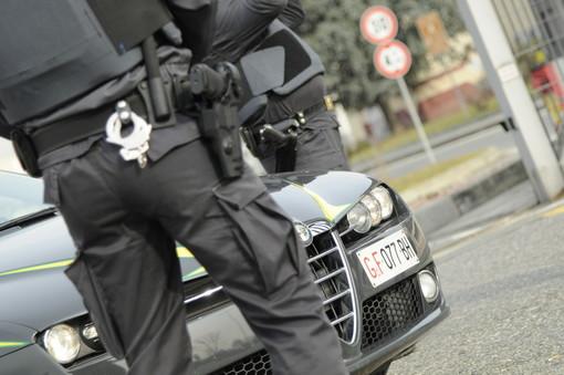 Prestavano denaro a tassi del 300%: la Gdf arresta due usurai