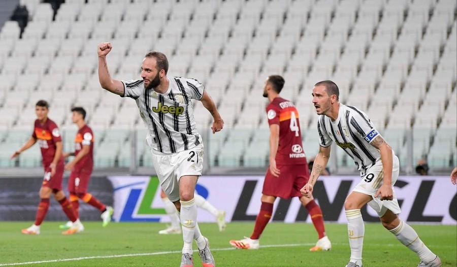 Juve Premiazione E Festa Dopo L Ennesima Sconfitta La Roma Vince 3 1 Allo Stadium 24 Ovest