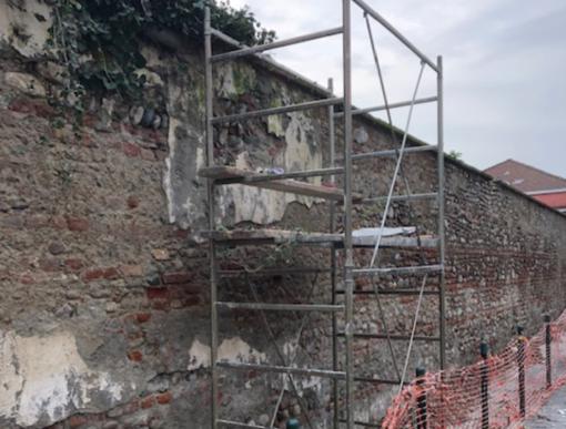 Grugliasco, partiti i lavori per rifare il look ai muri perimetrali del Parco Le Serre