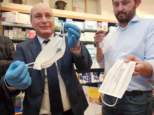 Collegno, un omaggio speciale alla Don Minzoni: donate le mascherine trasparenti