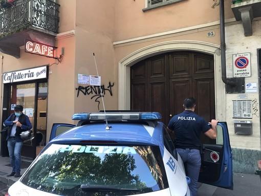 Auto della Polizia sul luogo del delitto