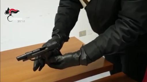 Venaria, bandito in scooter a caccia di orologi di marca: carabinieri arrestano rapinatore in trasferta [VIDEO]