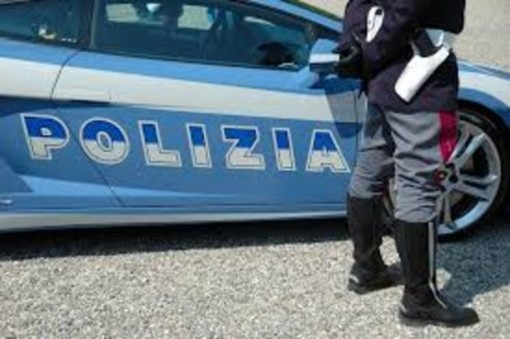 Sparatoria a Grugliasco: non si ferma all'alt e tenta di investire due agenti. La polizia spara alle gomme