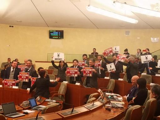 """Referendum elettorale, opposizione protesta a Palazzo Lascaris: """"Maggioranza bocciata"""""""
