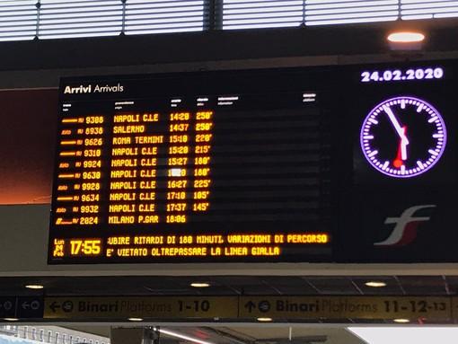 Coronavirus, in tilt il sistema ferroviario: a Porta Nuova treni cancellati e ritardi di ore [FOTO e VIDEO]