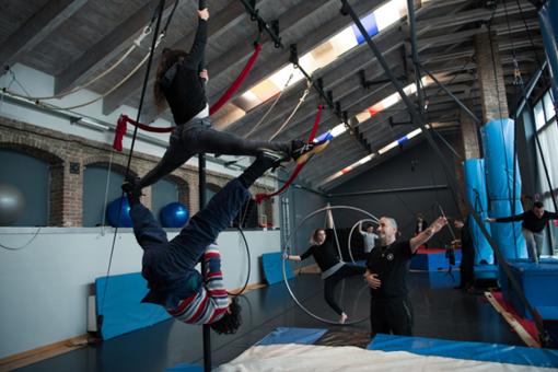 Gli allievi del Cirko Vertigo tornano ad allenarsi nella sede di Grugliasco