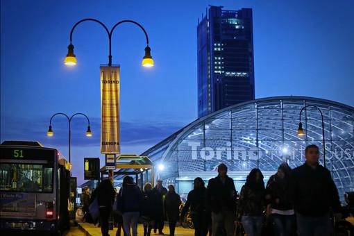 Stazione di Porta Susa con passeggeri a piedi