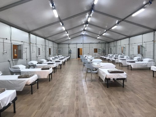 """Dentro l'ospedale temporaneo Covid di Torino Esposizioni: """"55 tende per 455 posti: i primi pazienti già domenica"""" [VIDEO e FOTO]"""