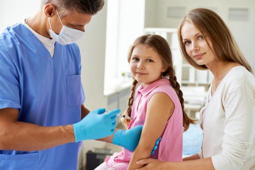 La prevenzione contro l'influenza va di fretta: a Torino e provincia quasi 306mila le persone già vaccinate