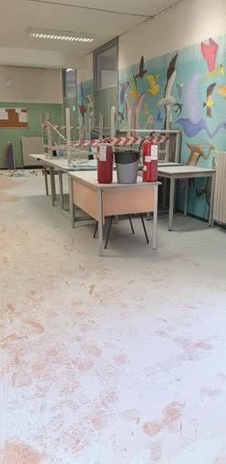 Collegno, partiti i lavori alla scuola media Gramsci dopo il raid dei vandali di fine ottobre